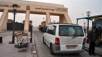 ضبط 38 عاملا مصريا جنوب منفذ السلوم البري
