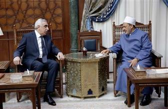 """سفير العراق الجديد بالقاهرة لـ""""الإمام الأكبر"""": نحن بحاجة ماسة للاستفادة من جهود الأزهر في مكافحة الإرهاب"""