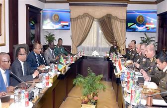 الفريق أول محمد زكي يلتقي وزير الدفاع والخدمة الوطنية التنزاني ويوقعان اتفاقات تعاون عسكري