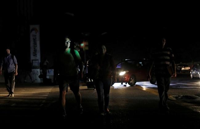 استئناف العمل في فنزويلا بعد انقطاع استمر أسبوعا بسبب الكهرباء -
