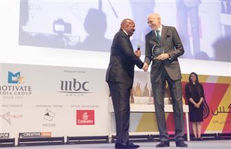 MBC تكرم ستيف هارفي وتمنحه جائزة لمساهماته في عالم الترفيه العالمي | صور وفيديو