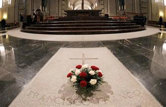 إسبانيا تنقل رفات الجنرال فرانكو من ضريحه الضخم إلى مقبرة عائلته