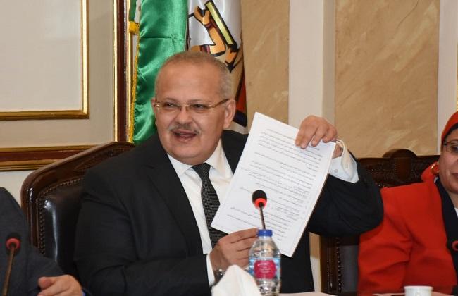 رئيس جامعة القاهرة يعلن عن مسابقة للتفكير النقدي بجوائز تصل لمليون جنيه  صور -