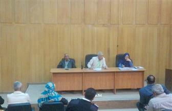 رئيس مدينة إسنا بالأقصر يجتمع بمديري الإدارات ويصدر عدة قرارات   صور