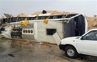 مصرع شخص وإصابة 13 في حادث انقلاب أتوبيس بطريق أرقين في أسوان
