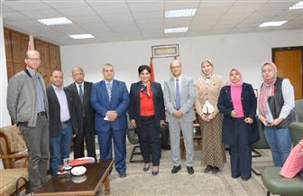 نائب رئيس جامعة أسيوط يبحث سبل التعاون مع الشبكة المصرية لأبحاث السرطان | صور