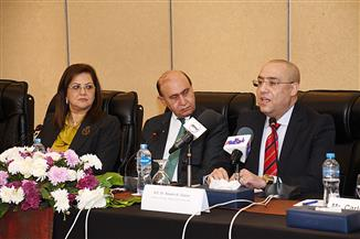 وزير الإسكان: فرص استثمارية للمشاركة بمشروعات المنطقة الاقتصادية لقناة السويس