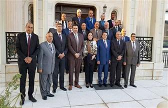 سفير مصر بالكويت يلتقى مع رؤساء وممثلي روابط الجالية
