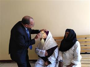 """رئيس جامعة بنى سويف يجري أول عملية جراحية بمبادرة """"نور العيون""""  صور"""