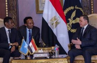 وزير الداخلية يوقع مذكرة تعاون أمني مع نظيره الصومالي لتدريب الكوادر الشرطية