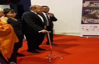 """لطفي لبيب بـ""""العكاز"""" في  حفل افتتاح مهرجان شرم الشيخ للسينما الآسيوية"""