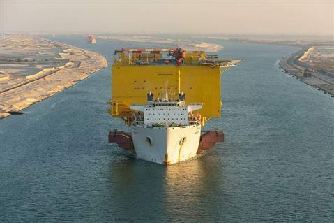 عبور 68 سفينة قناة السويس اليوم بحمولة 5 ملايين و 300 ألف طن -