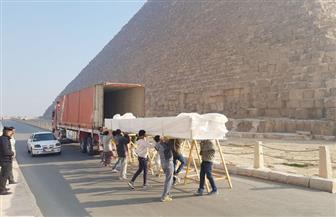 المتحف المصري الكبير يستقبل 35 قطعة خشبية كبيرة الحجم من مركب خوفو الثانية بالهرم| صور