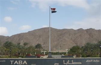 محافظ جنوب سيناء يرفع علم مصر احتفالا بالذكرى الـ 30 لعودة مدينة طابا