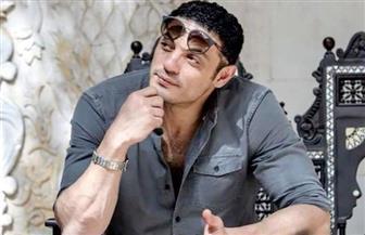 من أمام سيارته البورش .. الفنان محمد علي يوجه نصيحة للشباب