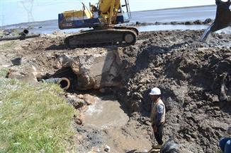استمرار أعمال صيانة خط مياه الشرب بالطريق الدولي الساحلي ببلطيم | صور