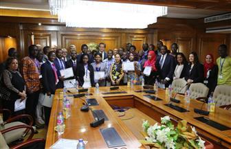 وزير التعليم العالي يكرم المشاركين في الدورة التدريبية الإفريقية الـ16 التي نظمها مركز بحوث الفلزات | صور