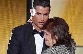 بمناسبة عيد الأم.. لاعبون عالميون يعبرون عن حبهم لأمهاتهم داخل الملعب | صور