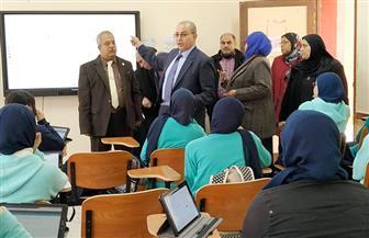 وكيل تعليم بورسعيد يتفقد أعمال الامتحان التجريبى للصف الأول الثانوى على التابلت