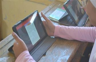 طلاب الصف الثاني الثانوي يؤدون امتحان اللغة الإنجليزية بالسويس