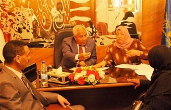 محافظ أسوان يستمع لشكوى 28 مواطنا خلال اللقاء الأسبوعي | صور