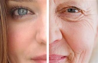 وسيلة سهلة للتخلص من تجاعيد التقدم في السن غير الحقن.. تعرف عليها