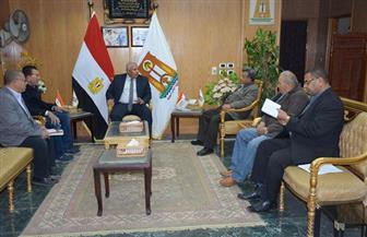 محافظ الوادي الجديد يلتقي وفد العربية للتصنيع لبحث تطوير زراعة وإنتاج التمور