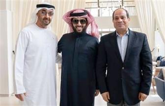 تركي آل الشيخ ينشر صورة له مع الرئيس السيسي وولي عهد أبو ظبي