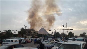 حريق هائل بالقرب من أهرامات الجيزة | صور