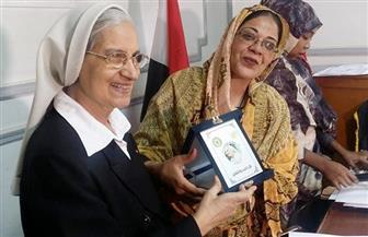 اختيار مديرة مدرسة القديس يوسف الكاثوليكية لجائزة الأم المثالية