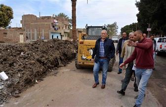 محافظ الأقصر يقوم بجولة موسعة على عدد من المشروعات بمدينة البياضية | فيديو وصور