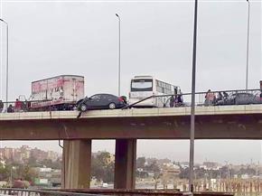 إصابة شخصين في حادث تصادم ٣ سيارات أعلى الطريق الصحراوي| صور