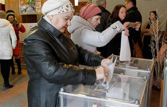 بدء التصويت في انتخابات الرئاسة بأوكرانيا.. وممثل كوميدي الأوفر حظا