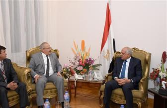 رئيس جامعة القاهرة يصل إلي محافظة الجيزة لتقديم التهنئة بالعيد القومي | صور