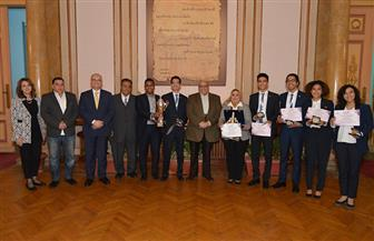 رئيس جامعة عين شمس يكرم طلاب كلية التجارة الفائزين بالمركز الأول بمسابقة CFA | صور