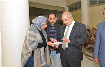 رئيس جامعة أسيوط يشدد على فحص المواد الفعالة للأدوية الموردة للمستشفيات الجامعية | صور