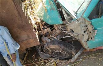 تحطم سيارتي أجرة اصطدمتا بقطار قصب في كوم أمبو | صور