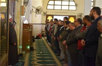 رئيس جامعة حلوان يؤدي صلاة الغائب على أرواح ضحايا قطار محطة مصر