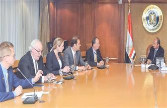 وزير التجارة يبحث مع ممثلي شركة عالمية تسهيل نقل المنتجات المصرية للأسواق الإقليمية