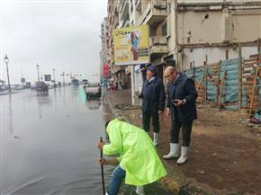 محافظ الإسكندرية يوجه رؤساء الأحياء لرفع تراكمات المياه من الشوارع