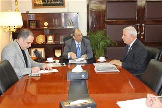 وزير التنمية المحلية يناقش الخطة الاستثمارية بمحافظة مطروح | صور