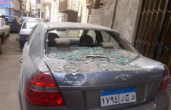 سقوط شرفة على سيارتين بمنطقة الحسينية بالمنصورة |صور
