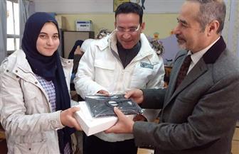 تعليم الجيزة: توزيع 68 ألف تابلت على الطلاب | صور