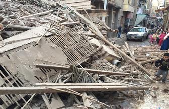 انهيار منزل خال من السكان بحي غرب المنصورة | صور
