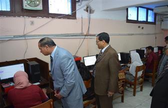 رئيس جامعة سوهاج يتفقد الامتحان الإلكتروني الموحد للفرقة السادسة بكلية طب | صور