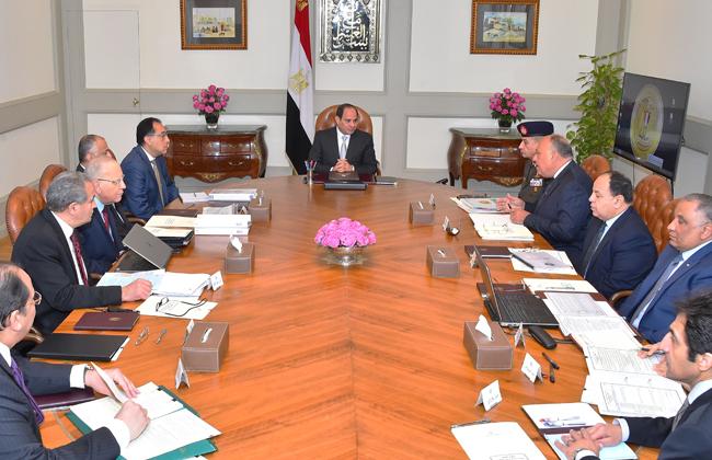 الرئيس يجتمع مع رئيس مجلس الوزراء وعدد من المسئولين -
