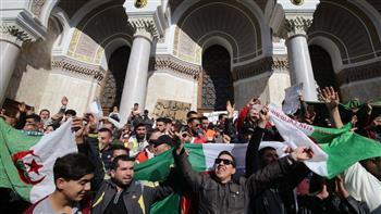 المظاهرات في الجزائر ترفع ثمن العلم الوطني إلى 500 دينار