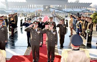 الرئيس ينيب وزير الدفاع لوضع إكليل الزهور على قبر الجندي المجهول
