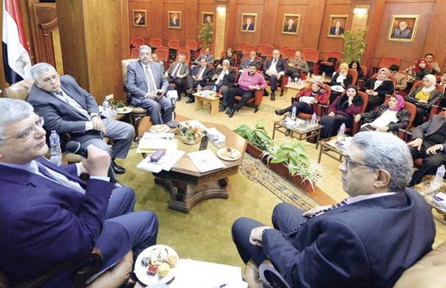 رئيس جامعة القاهرة: نسعى لسد الفجوة بين مخرجات البحث العلمي واحتياجات الدولة -