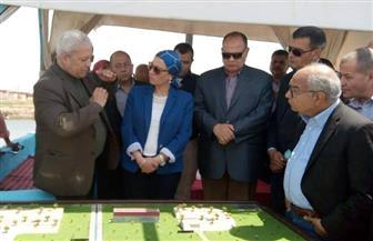 وزيرة البيئة ومحافظ الفيوم يتفقدان أعمال التكريك ببحيرة قارون | صور